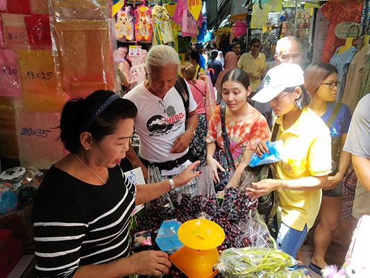 Local-market-grape-fruit